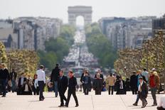 La croissance de l'activité dans le secteur privé en France a légèrement accéléré ce mois-ci du fait d'un rebond des services après le léger trou d'air accusé dans le sillage des attentats de novembre, selon la version flash des indices PMI de Markit publiée vendredi. /Photo d'archives/REUTERS/Charles Platiau