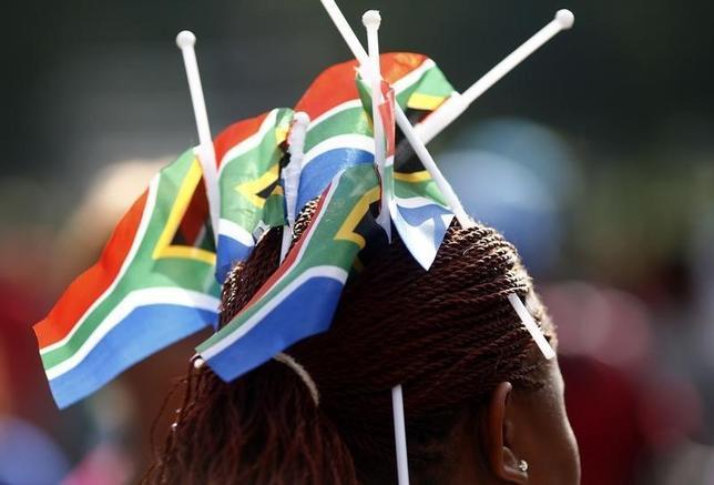 1月22日、ロイター調査によると、南アフリカ経済は、中国の需要の弱まりがより鮮明になってきたため成長見通しが下振れした。写真は南アフリカのプレトリアで2013年12月撮影(2016年 ロイター/Kai Pfaffenbach)