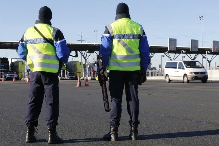 Armed French gendarmes stand next to a toll station as they check vehicles and verify the identity of travellers on the A2 motorway between Paris and Brussels near Thun L'Eveque, France, January 25, 2016.  REUTERS/Pascal Rossignol