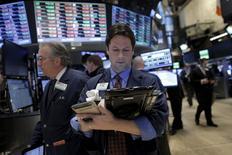 La Bourse de New York a fini en baisse de 1,3% lundi, le Dow Jones cédant 208,50 points à 15.885,01. /Photo prise le 25 janvier 2016/REUTERS/Brendan McDermid