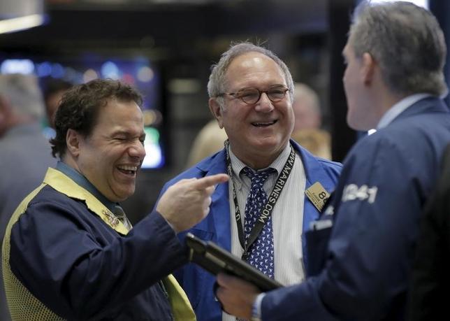 1月29日、米国株式市場は大幅続伸で取引を終えた。写真はニューヨーク証券取引所で同日撮影(2016年 ロイター/Brendan McDermid)