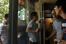 Customers enter a Starbucks store in Shanghai July 22, 2014. REUTERS/Aly Song