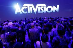 """Activision Blizzard a publié jeudi des résultats trimestriels inférieurs aux attentes des analystes, le succès du dernier opus de """"Call of Duty"""" n'ayant pas compensé une demande décevante pour """"Skylanders: SuperChargers"""". Au quatrième trimestre, le CA ajusté du groupe a reculé de 4,3% par rapport aux trois derniers mois de 2014, à 2,12 milliards de dollars, alors que le consensus Thomson Reuters I/B/E/S était à 2,20 milliards. /Photo d'archives/REUTERS/Jonathan Alcorn"""
