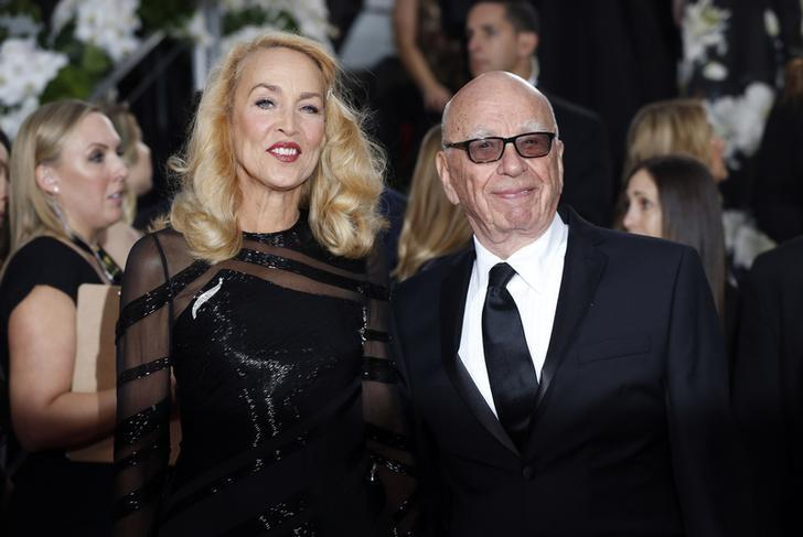Model Jerry Hall and media magnate Rupert Murdoch arrive at the 73rd Golden Globe Awards in Beverly Hills, California January 10, 2016.  REUTERS/Mario Anzuoni