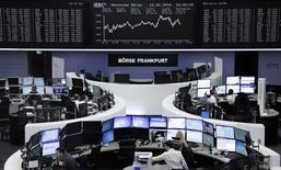 Брижа Франкфурта-на-Майне. Европейские фондовые рынки открыли резким ростом торги понедельника, копируя динамику азиатских площадок, где укрепление китайской национальной валюты позволило смягчить беспокойство по поводу возможной девальвации.  REUTERS/Staff/Remote