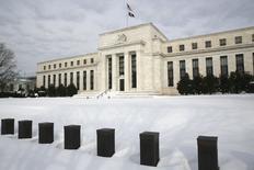 Les responsables de la Réserve fédérale américaine ont réfléchi en janvier à une modification de la trajectoire prévue pour les taux d'intérêt aux Etats-Unis en 2016 en raison de leurs inquiétudes sur les conséquences des turbulences financières internationales sur l'économie américaine. /Photo prise le 26 janvier 2016/REUTERS/Jonathan Ernst