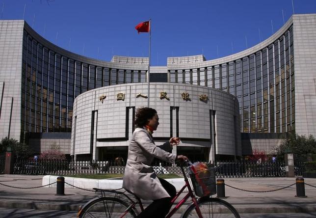 2月18日、中国人民銀行(中央銀行、写真)は、公開市場操作(オペ)をきょう以降は毎営業日実施すると発表した。2014年4月撮影(2016年 ロイター/Petar Kujundzic)