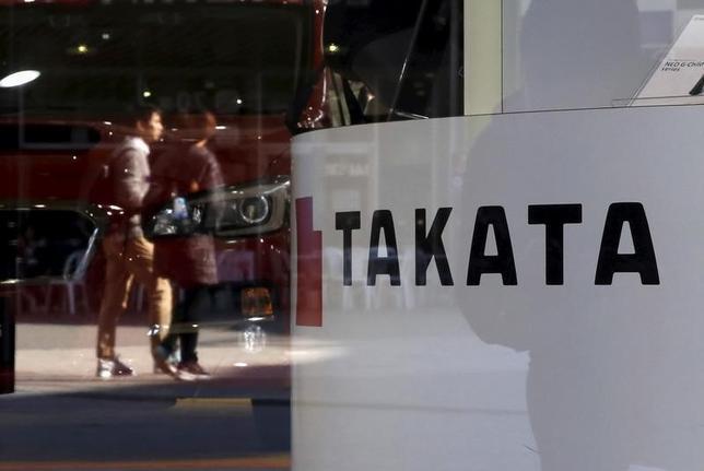 2月19日、タカタ製エアバッグ部品の欠陥問題に絡み、マツダは世界で約188万台を新たにリコール(回収・無償修理)すると発表した。三菱自動車も同日、国内で約15万台のリコールを国土交通省に届け出た。写真は都内で昨年11月撮影(2016年 ロイター/Toru Hanai)
