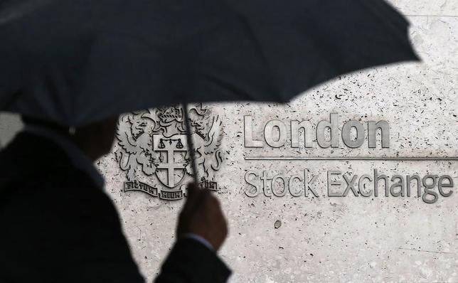2月23日、ドイツ取引所ロンドン証券取引所(LSE)グループが合併に向けて再び協議を進めていることが明らかになった。ロンドン証取で2015年8月撮影(2016年 ロイター/Suzanne Plunkett)
