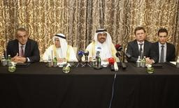 Главы министерств энергетики и нефти Венесуэлы, Саудовской Аравии, Катара и России на пресс-конференции после встречи в Дохе. 16 февраля 2016 года. Очередная встреча министров стран организации нефтеэкспортёров (ОПЕК) и стран, не входящих в картель, планируется в середине марта, и ней на могут быть достигнуты более твердые договоренности о заморозке нефтедобычи, сообщил журналистам министр энергетики РФ Александр Новак. REUTERS/Naseem Zeitoon