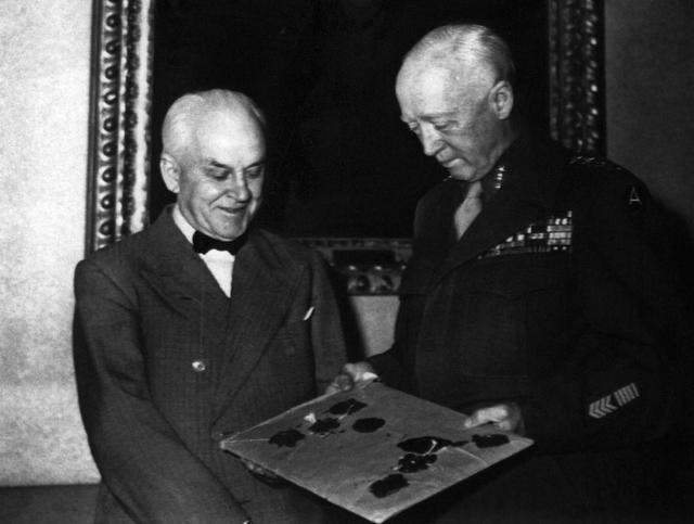 Trump's obsession with WW2 generals strikes sour note with