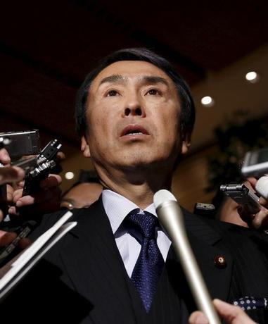 2月26日、石原伸晃経済再生担当相は閣議後会見で、海外経済の下振れが日本経済を下押しするリスクは否めないとし、安倍晋三首相の指示のもと、先に成立した2015年度補正予算の進ちょく状況の調査を行う方針を示した。 写真は都内で1月撮影(2016年 ロイター/Yuya Shino)
