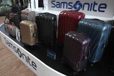 Samsonite, premier fabricant mondial de bagages, a annoncé vendredi son intention de racheter Tumi Holdings, fabricant de bagages de luxe basé dans le New Jersey, pour 1,82 milliard de dollars (1,66 milliard d'euros). /Photo d'archives/REUTERS/Tyrone Siu