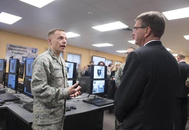 U.S. Defense Secretary Ash Carter (R) is briefed on the capabilities of the National Guard Cyber Unit at Joint base Lewis-McChord, Washington, March 4, 2016. REUTERS/Tim D. Godbee/DoD photo/Handout via Reuters