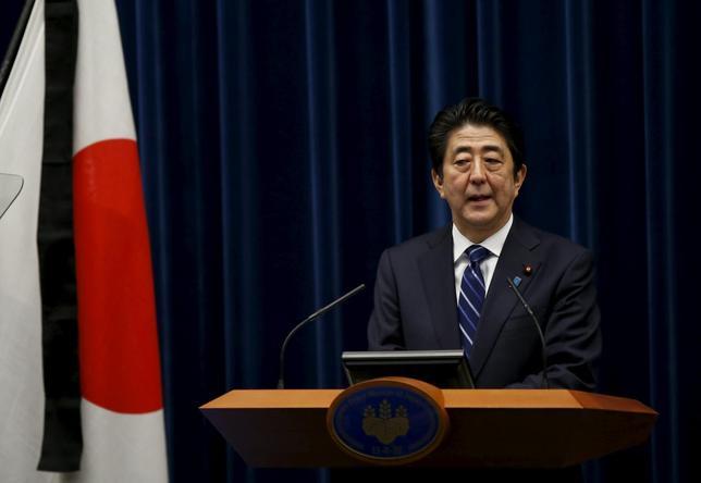 3月10日、安倍晋三首相は、東日本大震災の発生から5年を迎えるに当たり、首相官邸で記者会見を開いた(2016年 ロイター/Toru Hanai)