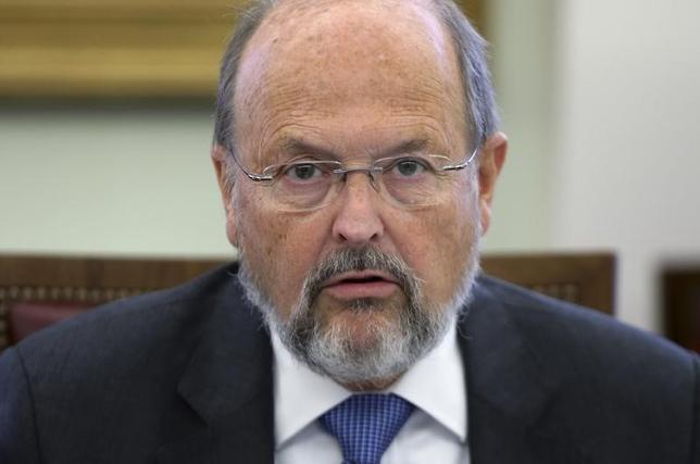 3月11日、ECBで過去に政策委員会メンバーを務めたリュック・クーン氏(写真)は、ECBはインフレ率2%が中期的な目標として現実的であるかどうかを問う必要があるとの見解を示した。ブリュッセルで2014年10月撮影(2016年 ロイター/Francois Lenoir)