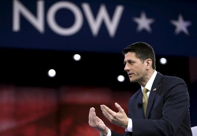 3月11日、米大統領選の共和党候補指名レースで、ライアン下院議長の擁立を目指すグループが活動を停止すると声明で明らかにした。写真は3月3日、メリーランド州で会合に首席するライアン氏(2016年 ロイター/Gary Cameron)