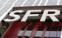 SFR a annoncé mardi avoir atteint ses objectifs financiers pour 2015 après avoir enrayé les pertes de clients dans le mobile au dernier trimestre à la faveur d'importantes promotions. /Photo prise le 22 février 2016/REUTERS/Jacky Naegelen