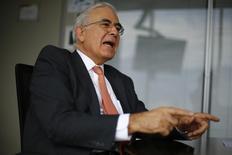 Diego Hernandez,, directeur général d'Antofagasta. Le groupe minier chilien a annoncé mardi un bénéfice opérationnel en baisse de 58% au titre de 2015, sous le coup de la chute des cours du cuivre. /Photo prise le 28 janvier 2016/REUTERS/Ivan Alvarado