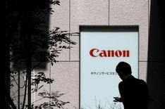 Canon rachètera le pôle matériel médical de Toshiba pour 665,5 milliards de yens (5,3 milliards d'euros). /Photo d'archives/REUTERS/Toru Hanai