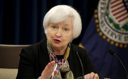 La Reserva Federal llegó en la práctica a un consenso de que habrá dos subidas de los tipos de interés en lo que queda del año, porque la actividad en Estados Unidos continúa generando un empleo pese a la debilidad de la economía mundial. En la imagen, la presidenta de la Fed, Janet Yellen, durante la rueda de prensa posterior a la reunión de la FOMC en Washington, el 16 de marzo de 2016. REUTERS/Kevin Lamarque