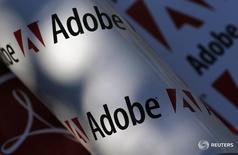 Логотипы Adobe в Вене 9 июля 2013 года. Разработчик программы Photoshop Adobe Systems Inc улучшил годовой прогноз прибыли и выручки, превысив ожидания рынка, благодаря сильному спросу на пакет приложений Creative Cloud. REUTERS/Leonhard Foeger