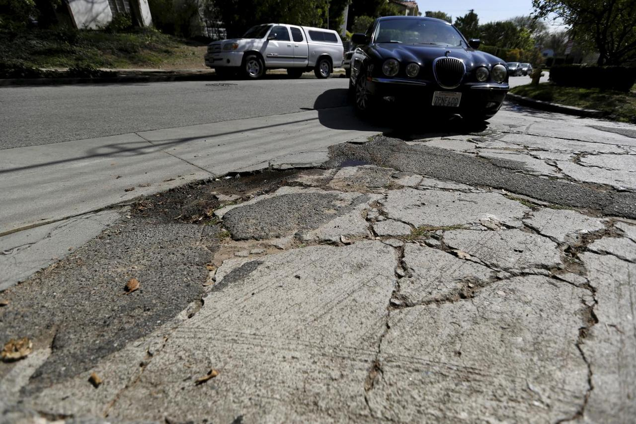 Where's the lane? Self-driving cars confused by shabby U S  roadways
