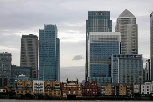 Appartment buildings are backdropped by scyscrapers of banks at Canary Wharf in London, Britain October 30, 2015. REUTERS/Reinhard Krause