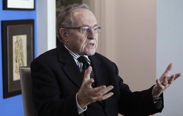 Attorney and law professor Alan Dershowitz discusses allegations of sex with an underage girl levelled against him, during an interview at his home in Miami Beach January 5, 2015.   REUTERS/Andrew Innerarity