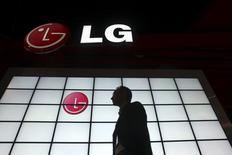 LG Electronics prévoit de publier au titre du premier trimestre un résultat d'exploitation en hausse de 66% et au plus haut depuis près de deux ans, les performances du géant électronique sud-coréen ayant été portées par la bonne tenue des livraisons dans l'électroménager et par la baisse des prix des écrans de télévisions. /Photo d'archives/REUTERS/Steve Marcus