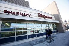 Аптека Walgreens в Пасадене, Калифорния, 20 декабря 2013 года. Американская Walgreens Boots Alliance приобрела 15 процентов российской аптечной сети 36,6 вслед за покупкой 36,6 российского дистрибуторского подразделения  американской компании, сообщила 36,6 в понедельник. REUTERS/Mario Anzuoni
