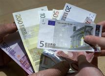 Une simplification des règles européennes pour apprécier la conformité des politiques budgétaires des Etats membres à leurs engagements sera évoquée lors d'une réunion des ministres des Finances de l'Union européenne, samedi à Amsterdam. /Photo d'archives/REUTERS/Vincent Kessler