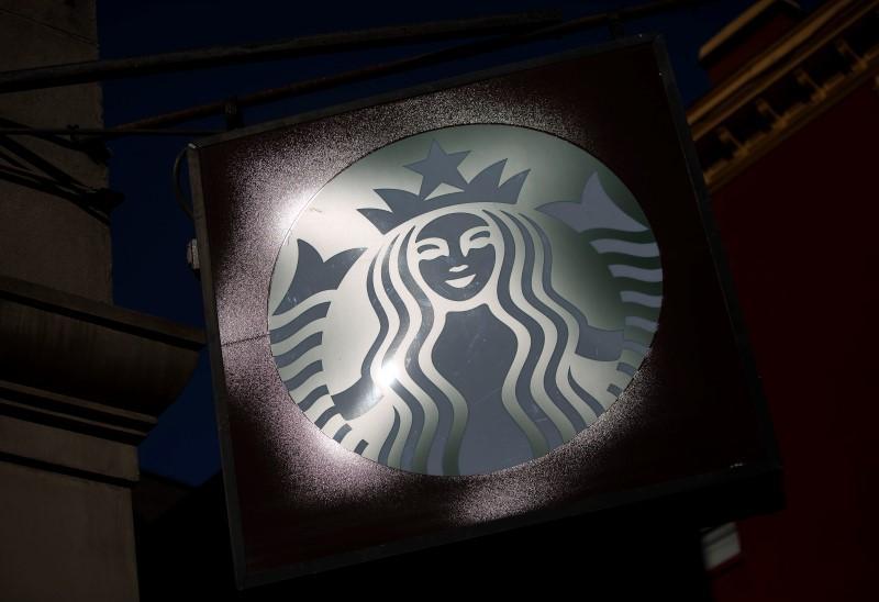 星巴克咖啡馆销售增长不足,股价下跌