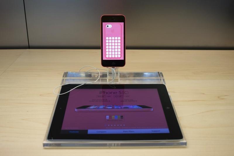FBI paid under $1 million to unlock San Bernardino iPhone
