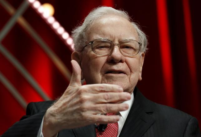 Warren Buffett, Chairman and CEO, Berkshire Hathaway, speaks at the Fortune's Most Powerful Women's Summit in Washington October 13, 2015.  REUTERS/Kevin Lamarque