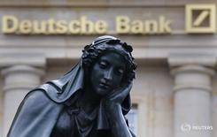 Deutsche Bank est l'objet d'une enquête en Italie pour manipulation présumée du marché dans le cadre du placement d'emprunts d'Etat en 2011, /Photo prise le 26 janvier 2016/REUTERS/Kai Pfaffenbach