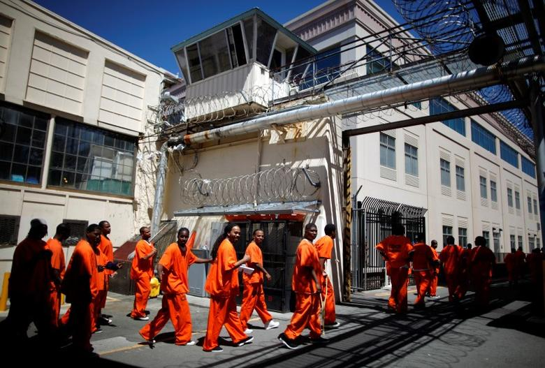 Inmates walk in San Quentin state prison in San Quentin, California, June 8, 2012.     REUTERS/Lucy Nicholson