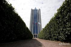 Вид на штаб-квартиру Газпрома в Москве 26 июня 2015 года. Совет директоров российской газовой монополии Газпром в четверг рекомендовал по итогам 2015 года дивиденды в размере 7,89 рубля на акцию, говорится в сообщении компании. REUTERS/Sergei Karpukhin