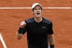 Andy Murray comemora em Roland Garros.  24/05/16.  REUTERS/Benoit Tessier