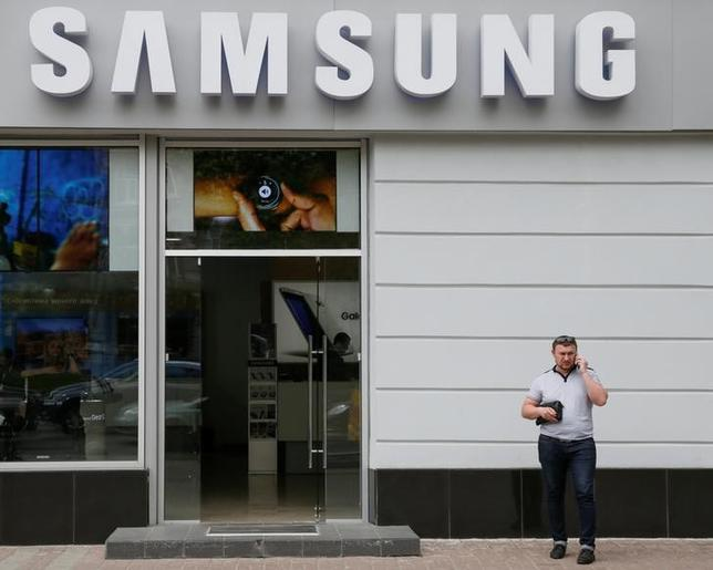 A man speaks on his mobile phone near a Samsung store in central Kiev, Ukraine, May 11, 2016.  REUTERS/Valentyn Ogirenko