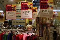 Pour le deuxième mois de suite, les ventes au détail en Allemagne ont subi en avril un recul à la fois sensible et inattendu, un mauvais point pour la première économie européenne, dont le consommateur est censé prendre le relais du commerce extérieur pour assurer sa croissance. /Photo d'archives/REUTERS/Fabrizio Bensch
