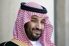 Заместитель кронпринца Саудовской Аравии Мухаммад ибн Салман в Елисейском дворце в Париже 24 июня 2015 года. Саудовская Аравия в четверг пообещала не устраивать встряску рынку нефти, в преддверии жарких дебатов ОПЕК относительно перспектив ограничения добычи. Однако Иран настаивает на праве резко увеличить производство черного золота. REUTERS/Charles Platiau/File Photo