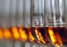 Correction titre.  Rémy Cointreau publie des résultats annuels en hausse, portés par le redressement des ventes de son cognac Rémy Martin, principal centre de profit du groupe de spiritueux. /Photo d'archives/REUTERS/Régis Duvignau