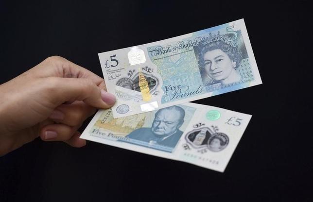6月21日、終ニューヨーク外為市場では、ポンドとユーロがドルに対して下落した。英ポンド紙幣、英ブレナム宮殿で2日撮影(2016年 ロイター/Joe Giddens/Pool)
