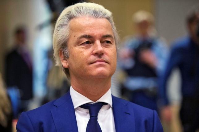 6月24日、オランダの極右政党、自由党のヘルト・ウィルダース党首は、英国民投票でEU離脱派の勝利がほぼ確実になったことを受け、オランダのEU離脱の是非を問う国民投票の実施を呼び掛けた。オランダ・スキポールで3月撮影(2016年 ロイター/Michael Kooren)