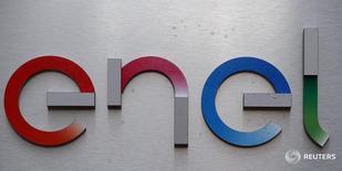 Логотип Enel  в штаб-квартире компании в Риме 24 марта 2016 года. В приобретении Рефтинской ГРЭС у Enel Russia заинтересованы несколько покупателей, сказал на собрании акционеров в среду глава компании Карло Палашано. REUTERS/Stefano Rellandini