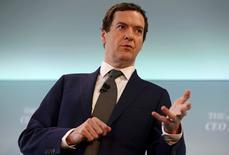 El ministro británico de Finanzas, George Osborne, durante una conferencia en Londres, Gran Bretaña. 28 de junio de 2016. El ministro británico de Finanzas, George Osborne, renunció el viernes a su meta de transformar el déficit de presupuesto de Reino Unido en un superávit para el 2020, en medio de potenciales tensiones económicas tras la impactante decisión del país de retirarse de la Unión Europea. REUTERS/Neil Hall