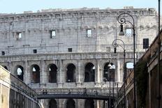 Vista do Coliseu após a conclusão da mais recente etapa da restauração patrocinada pela empresa produtora de articulos de luxo Tod's em Roma, Itália 30/06/ 2016. REUTERS/Alessandro Bianchi