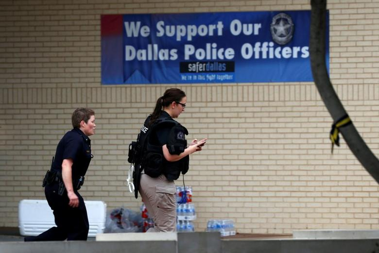 Dallas police headquarters cordoned off after threat