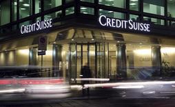 Офис Credit Suisse в Милане. 9 марта 2016 года. Банк Credit Suisse планирует свернуть услугу private banking в России, сообщил банк в понедельник, что станет очередным шагом в рамках реструктуризации во втором по величине кредитном институте Швейцарии. REUTERS/Stefano Rellandini